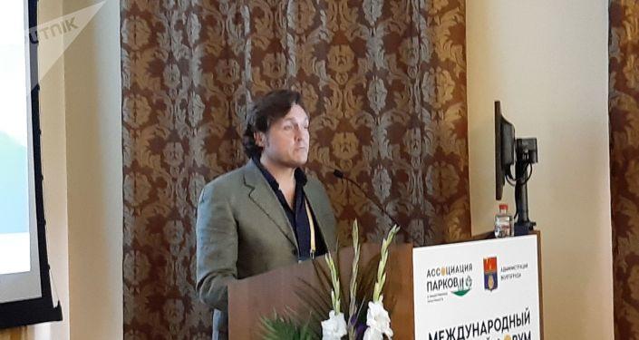 Gabino Carballo presenta su ponencia
