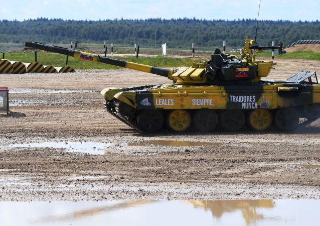 Un tanque del equipo de Venezuela en el biatlón de tanques