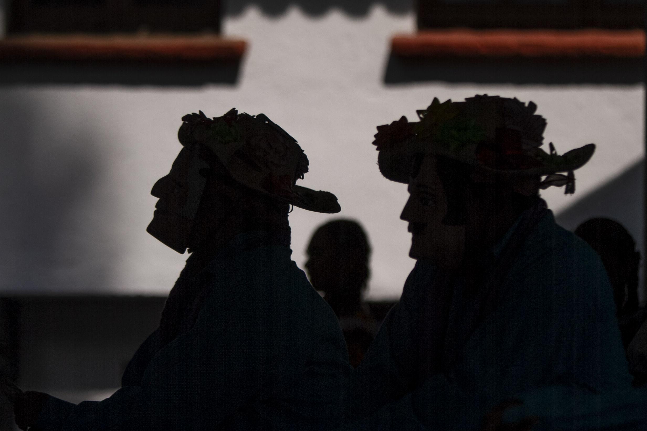 Miembros de la 'Danza Tradicional de la UNAM' representan la Danza de los Alchileos duarte el tercer encuentro nacional de mascareros