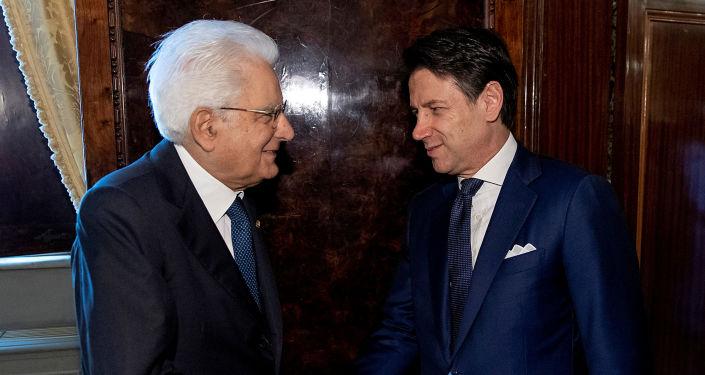 El presidente de Italia, Sergio Mattarella junto al primer ministro italiano Giuseppe Conte