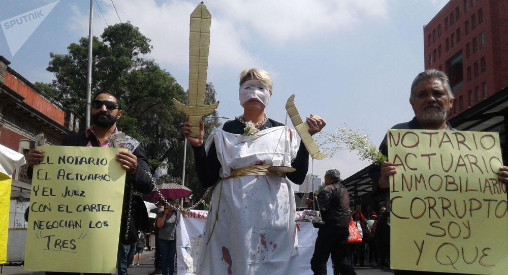 El capital inmobiliario, la justicia y el actuario, denunciados como responsables de la ola de desalojos arbitrarios que sufre la ciudad de México.