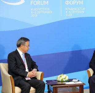 Viceprimer ministro chino, Hu Chunhua, y presidente ruso, Vladímir Putin