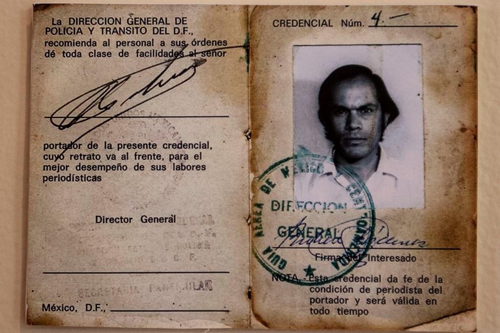 Credencial de periodista del fotógrafo Rubén Pax