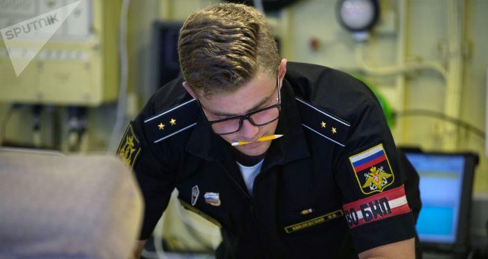 Un oficial de la corbeta portamisiles Orekhovo-Zuyevo