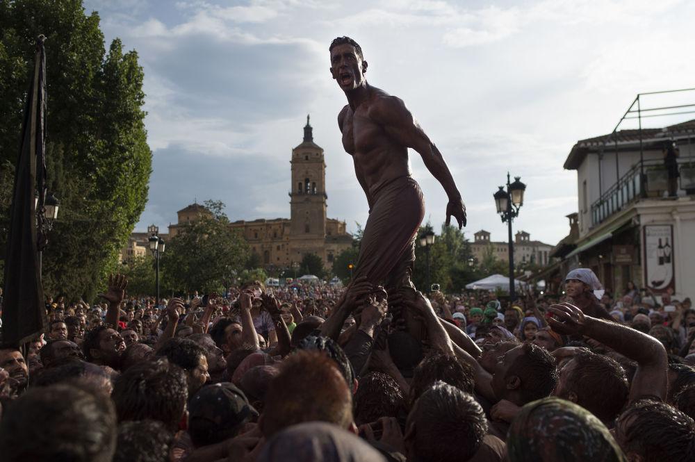 Festivales, pasarelas y protestas: las fotos más coloridas de la semana