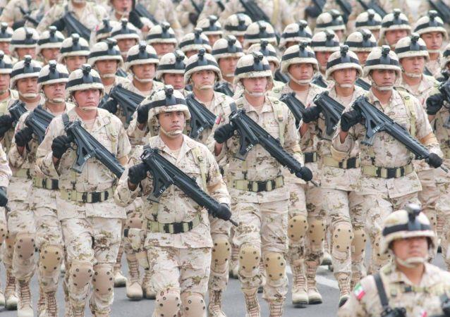 Efectivos militares presentes durante el ensayo del desfile cívico militar que se presentará en el Zócalo el 16 de septiembre