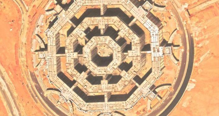 Una vista detallada de uno de los octágonos que muestra la distribución de los edificios en su interior