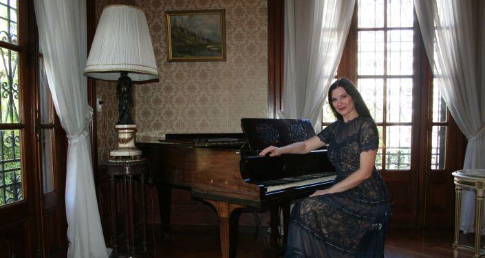 Cantante lírica Evgenia Pirshina