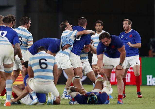 Una pelea tras el partido de rugby entre Argentina y Francia
