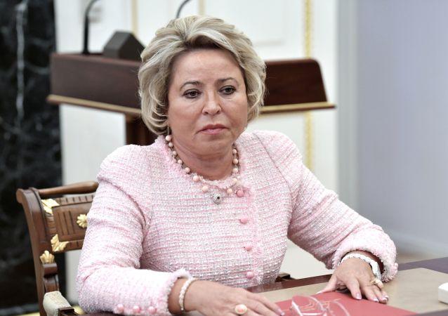 Valentina Matvienko como presidenta del Senado
