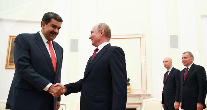 El presidente de Venezuela, Nicolás Maduro junto al presidente de Rusia, Vladímir Putin