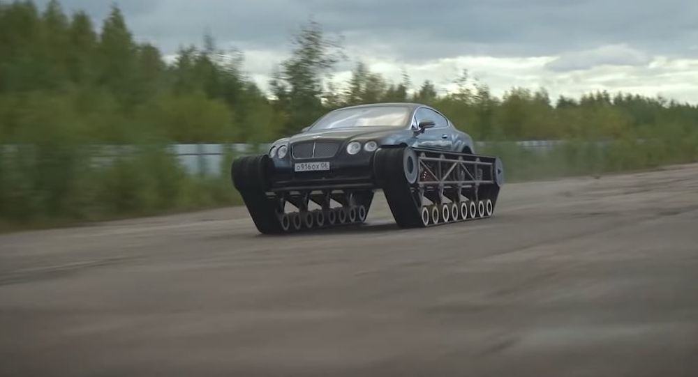Bentley Continental sobre orugas