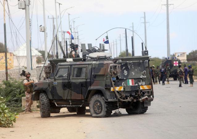 Convoy militar italiano tras la explosión en Somalia