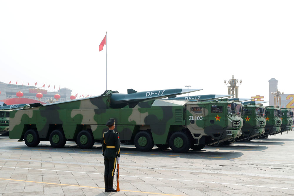 misiles DF-17 con los bloques hipersónicos DF-ZF