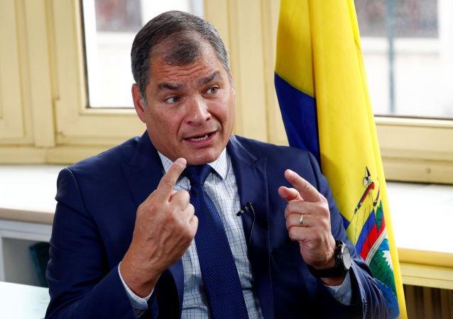 Rafael Correa, expresidente de Ecuador, durante un entrevista con Reuters