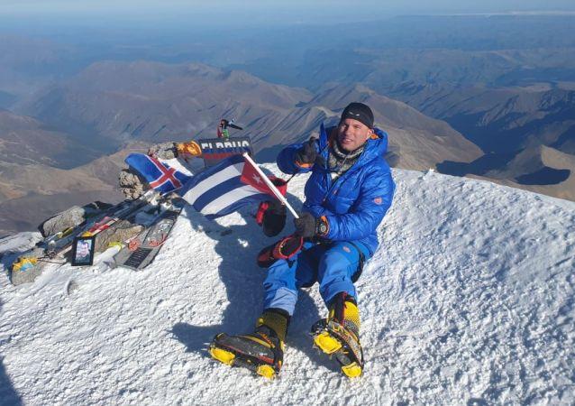 Yandy Núñez, el primer cubano en escalar el Monte Elbrus de Rusia
