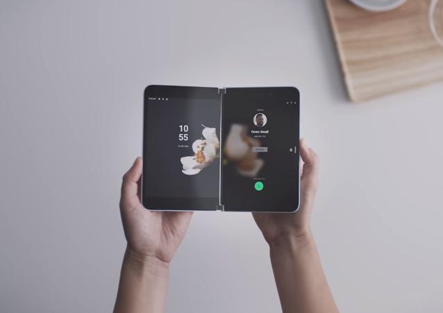 El teléfono inteligente Microsoft Surface Duo