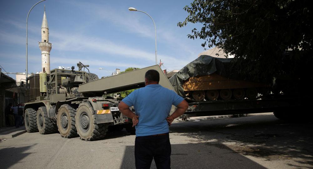 Vehículos blindados turcos en Siria
