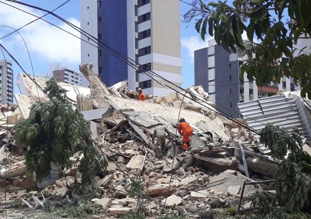 Derrumbe de un edificio de siete pisos en la ciudad brasileña de Fortaleza