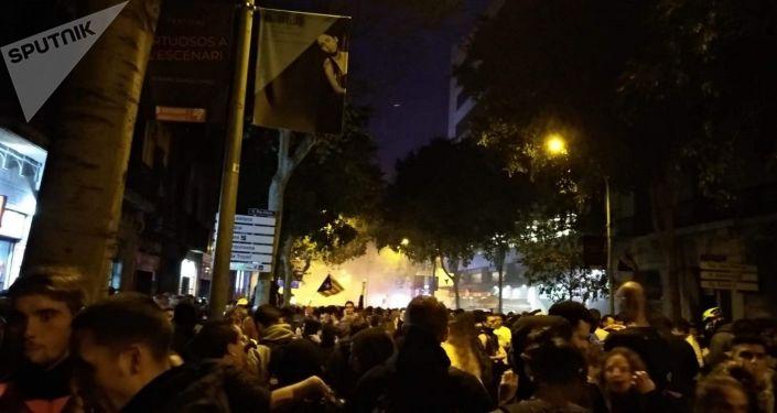 Enfrentamientos entre la policía y manifestantes radicales