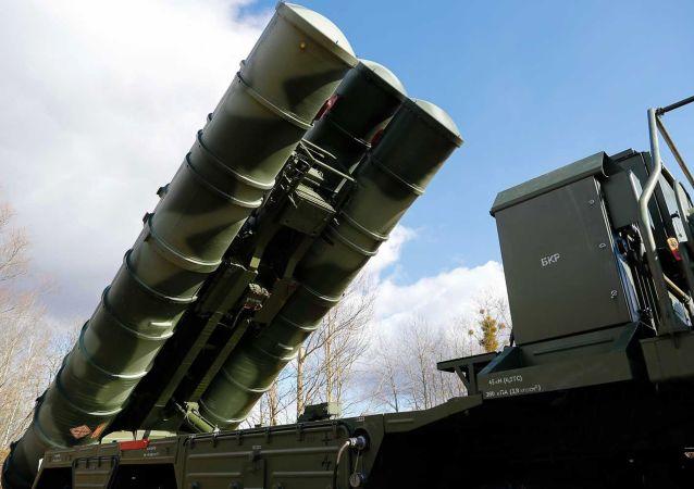 Sistema ruso de defensa antiaérea S-400 (archivo)