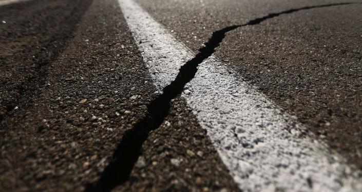 Una grieta que dejó el terremoto (imagen referencial)