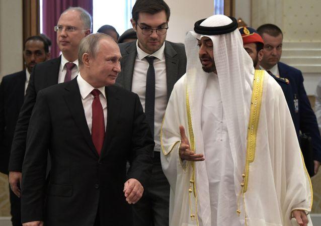 Vladímir Putin, presidente de Rusia, y Mohamed bin Zayed Nahyan, príncipe heredero de Abú Dabi