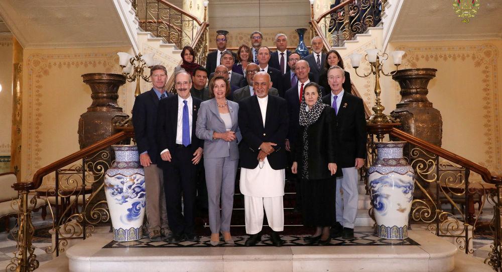Delegación del Congreso de EEUU con el presidente de Afganistán, Ashraf Ghani, en Kabul