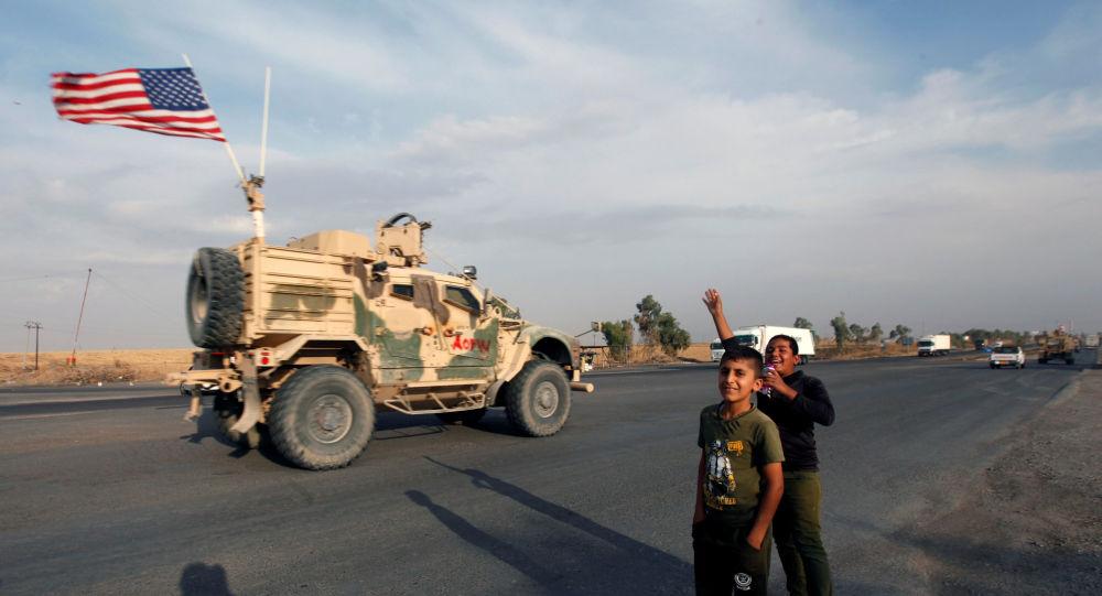 Convoy de vehículos estadounidenses sale de Siria