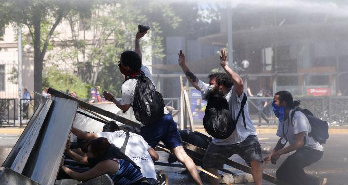 Manifestantes durante las protestas contra el Gobierno chileno en Santiago