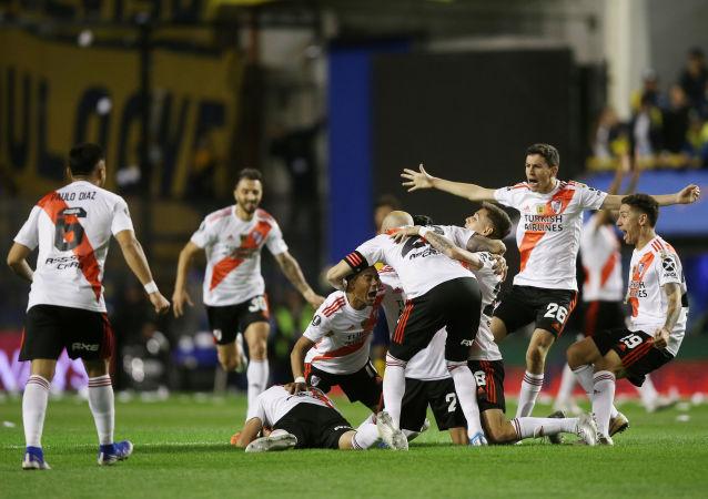 Jugadores de River Plate celebrando la victoria sobre Boca Juniors