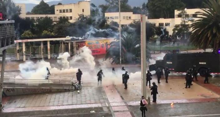 Colombia vive violentas protestas contra la inadecuada financiación de la educación