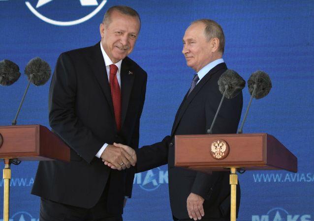 El presidente de Turquía, Recep Erdogan, junto a Vladímir Putin