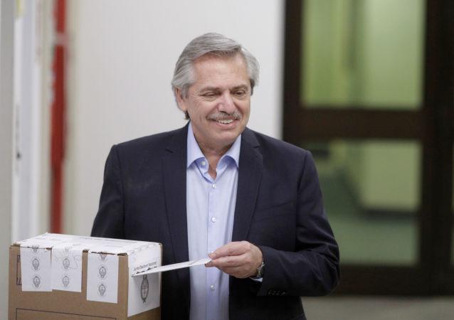 El candidato Alberto Fernández vota en las elecciones argentinas
