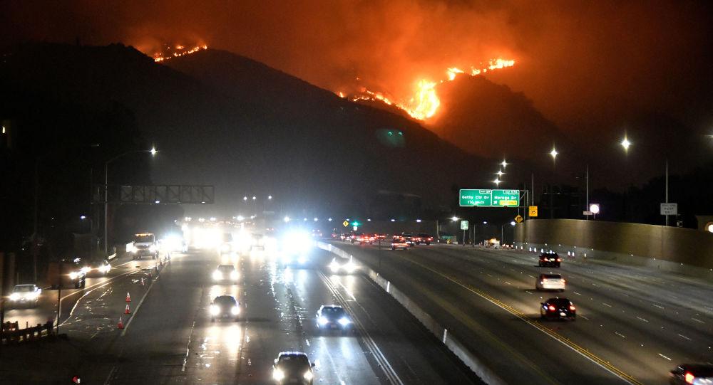 El incendio forestal cerca de Los Ángeles
