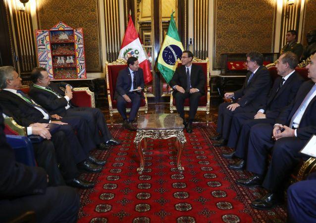 El presidente de Perú, Martín Vizcarra, recibe al vicepresidente de Brasil, Hamilton Mourao, en Lima