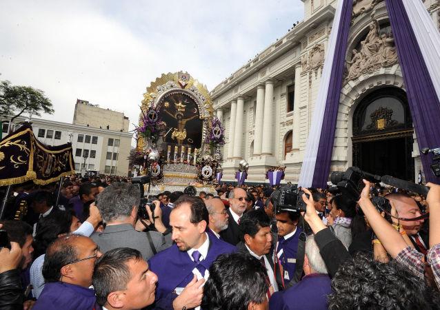 La procesión del Señor de los Milagros en Lima, Perú (archivo)