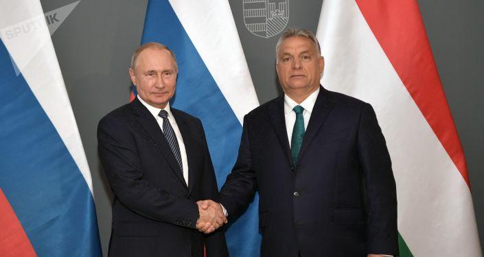 El presidente de Rusia, Vladímir Putin, y el primer ministro de Hungría, Viktor Orban