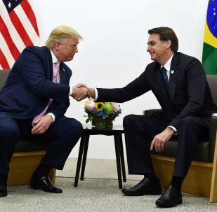Un apretón de manos del presidente de EEUU, Donald Trump, y su homólogo brasileño, Jair Bolsonaro