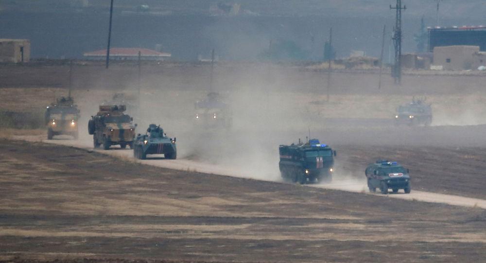 El patrullaje conjunto de militares rusos y turcos