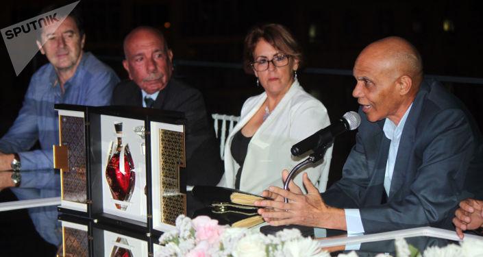Maestros del ron cubano presentan al extra añejo 1519
