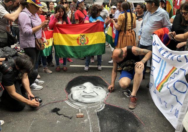 La manifestación recorrió desde el Obelisco porteño hasta la Embajada boliviana
