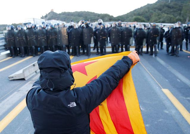 La Policía francesa desaloja a los manifestantes independentistas