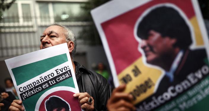 Los partidarios del expresidente boliviano en la Ciudad de México