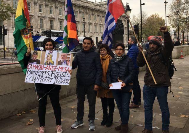 Protesta en Londres contra la presidenta de facto de Bolivia, Jeanine Áñez