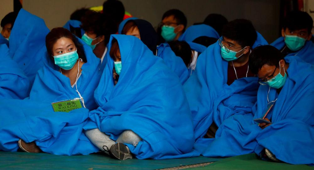 Manifestantes hongkoneses esperan la ayuda médica