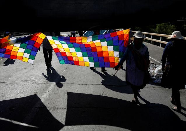 Los bolivianos con Wiphala