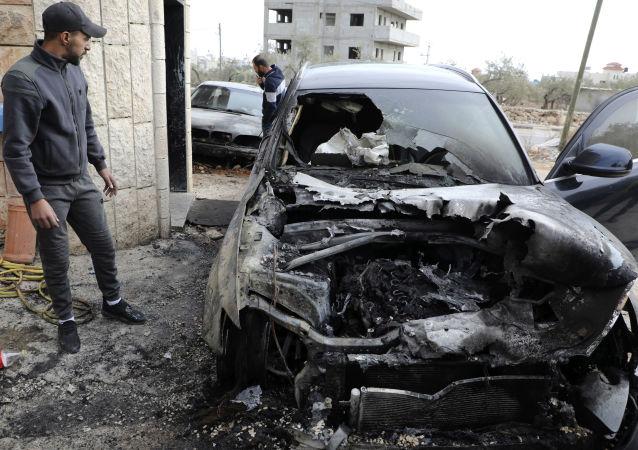 Un coche quemado en Cisjordania