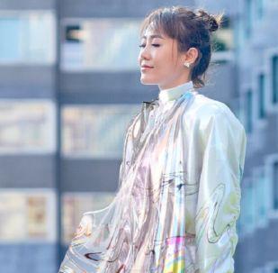 Mary Ren 'viste' su vestido de The Fabricant