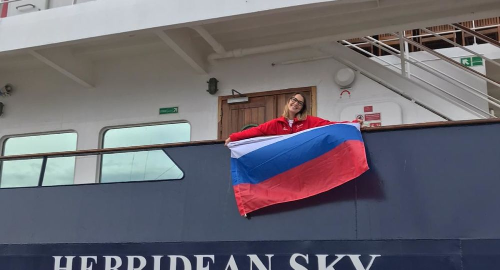 Evguenia Alechine en el barco que la llevará a la Antártida
